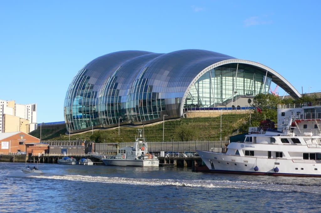 The Sage Gateshead, opposite Newcastle city centre. Credit: Jimfbleak at the English language Wikipedia [GFDL (http://www.gnu.org/copyleft/fdl.html) or CC-BY-SA-3.0 (http://creativecommons.org/licenses/by-sa/3.0/)], via Wikimedia Commons